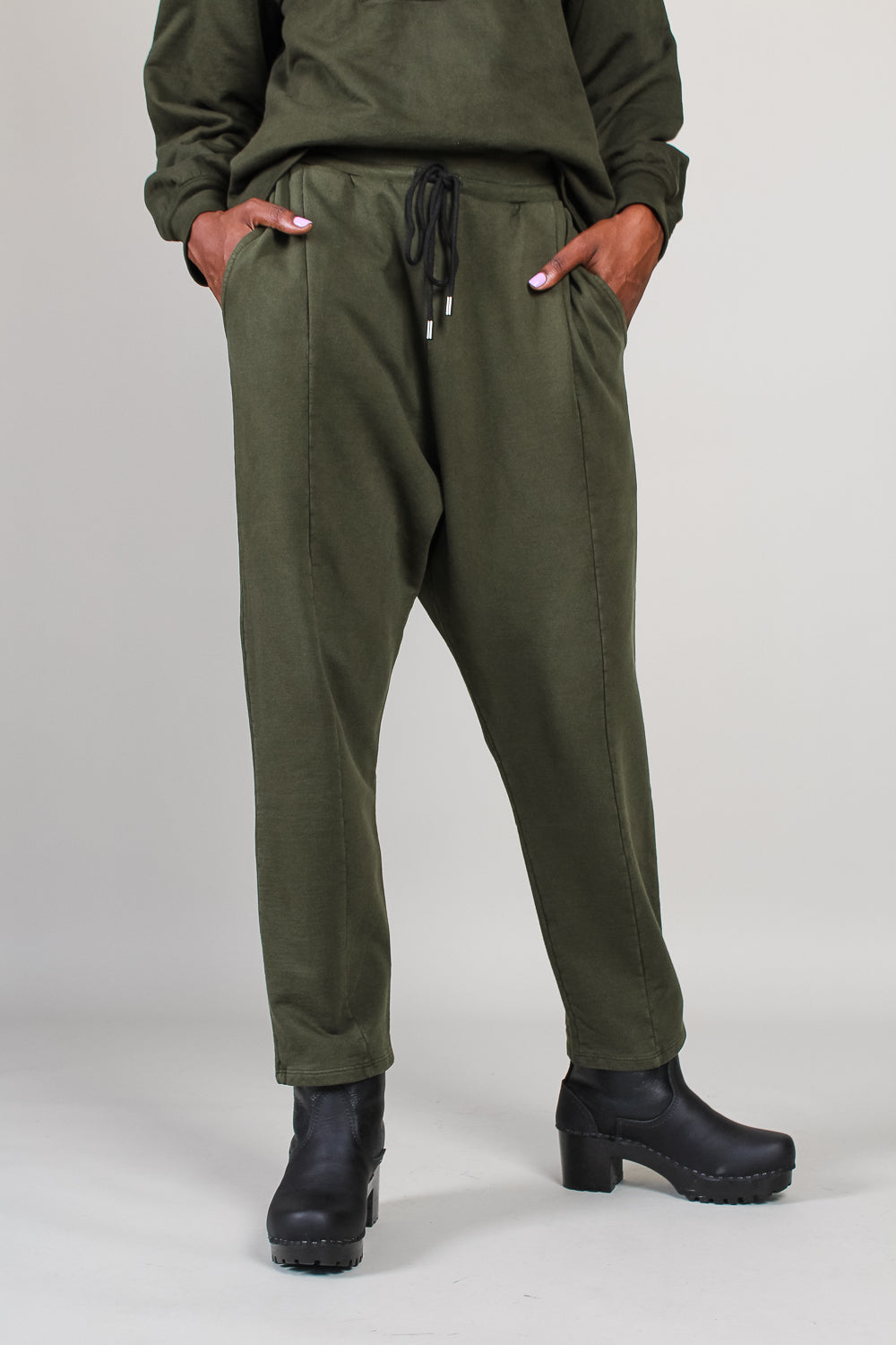 Hera Sweatpant in Forest