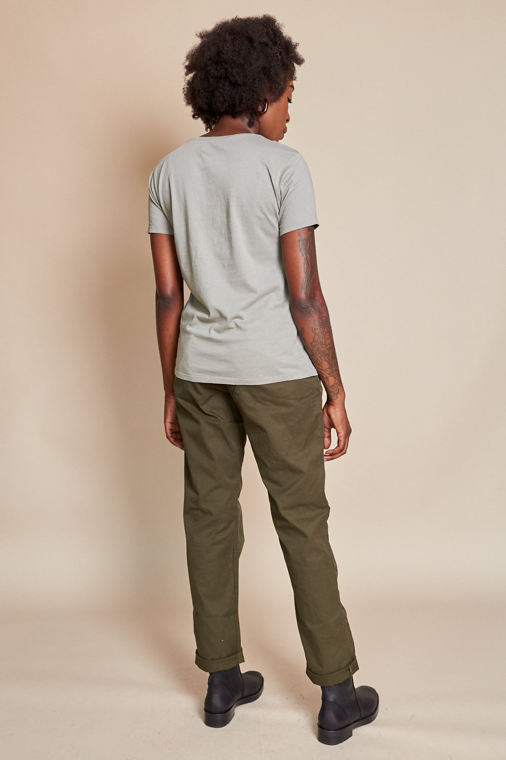 Save Khaki United Twill Easy Chino in Olive - Vert & Vogue