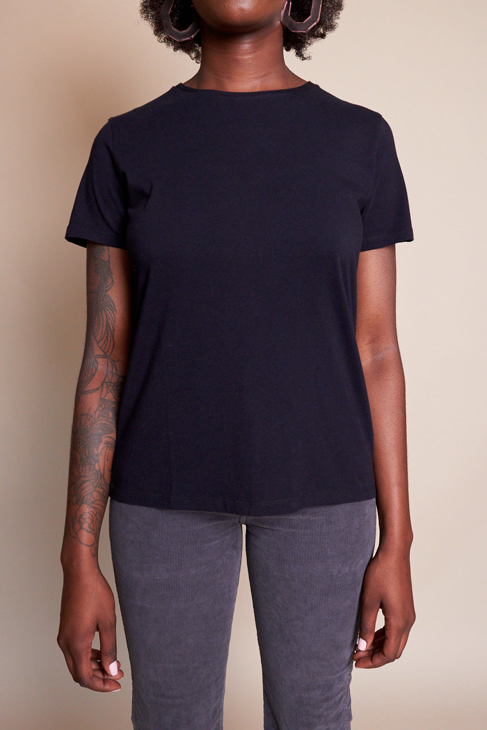 Majestic Cotton Silk Touch Short Sleeve Crew in Noir - Vert & Vogue