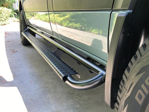 Nerf bar with tread plate step- passenger side