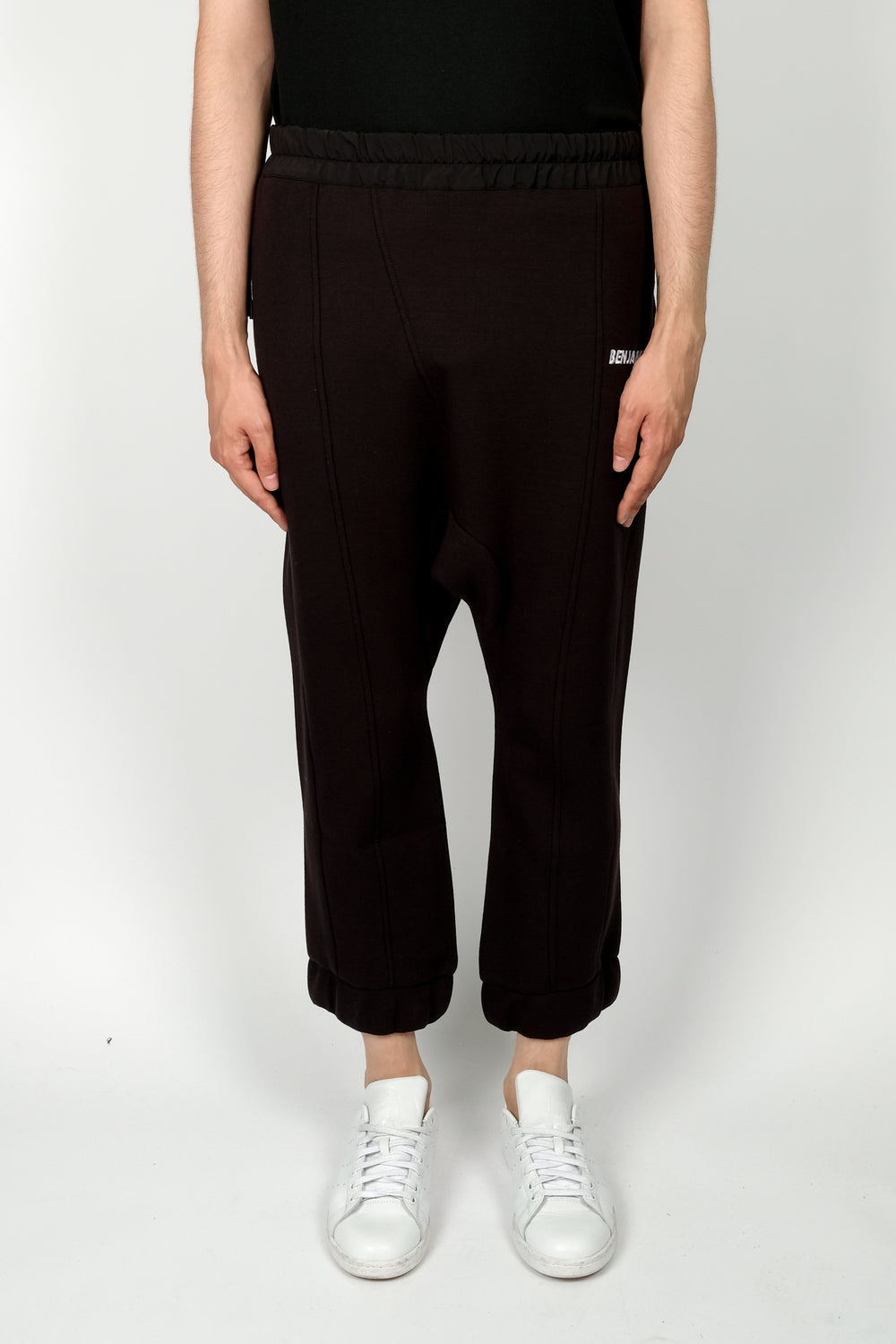 Les Benjamins Lyaw Sweatpant In Black