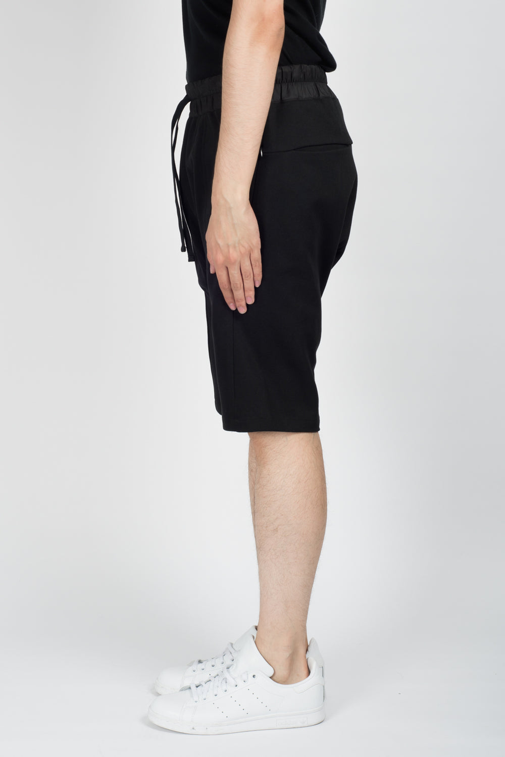Les Benjamins Okin Shorts In Black