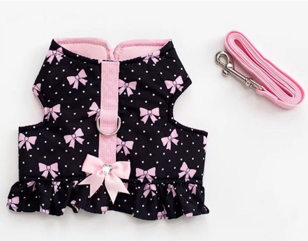Sweet Pea - Soft Padded Vest Harness and Leash Set for Small Dog or Cat is made to distribute the pressure through the chest and shoulders, not on the neck.