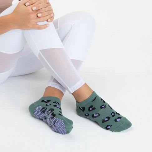 Move Active Classic Low Rise Cheetah Green Grip Socks