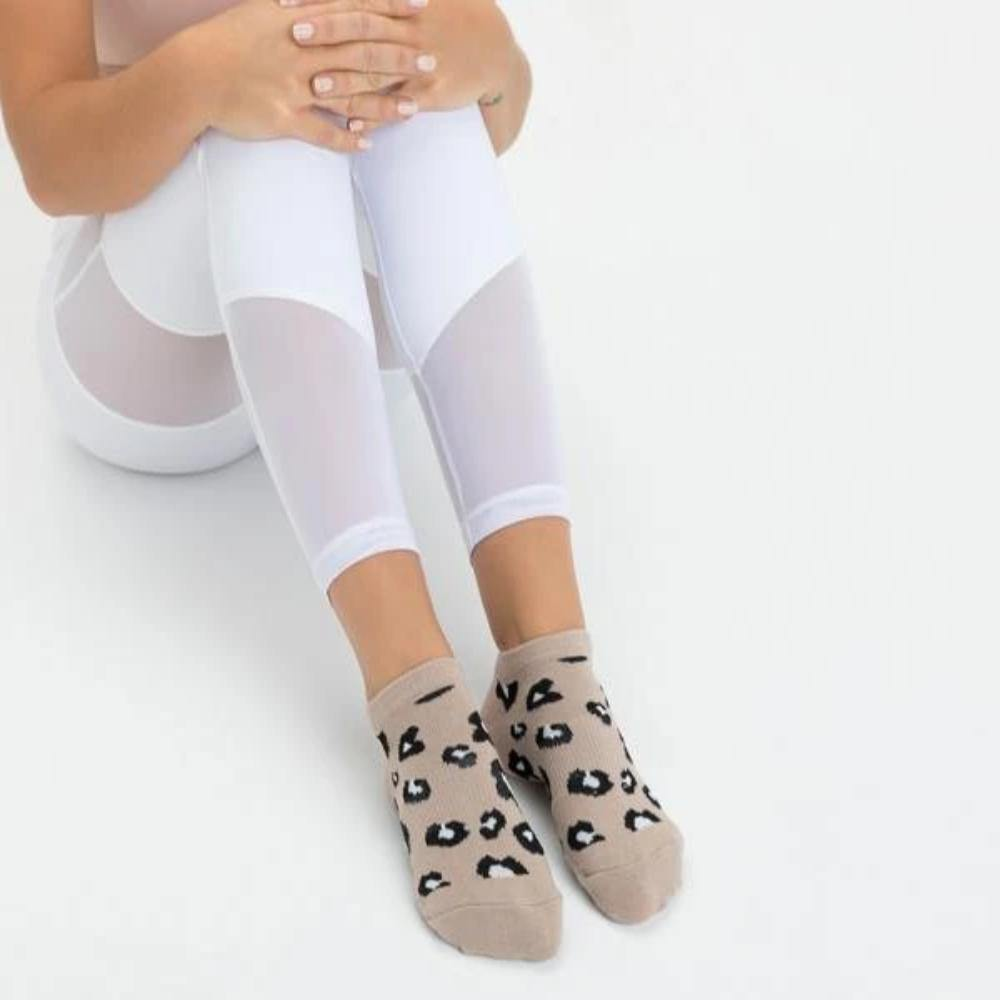 Move Active Classic Low Rise Cheetah Nude Grip Socks