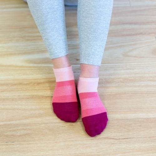 Move Active Classic Low Rise Raspberry Splice Grip Socks