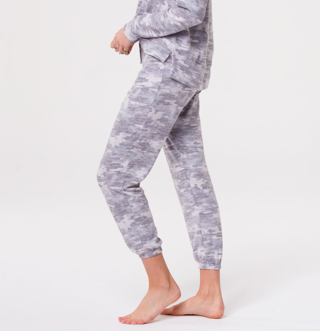 Onzie Weekend Sweatpant Cozy Camo