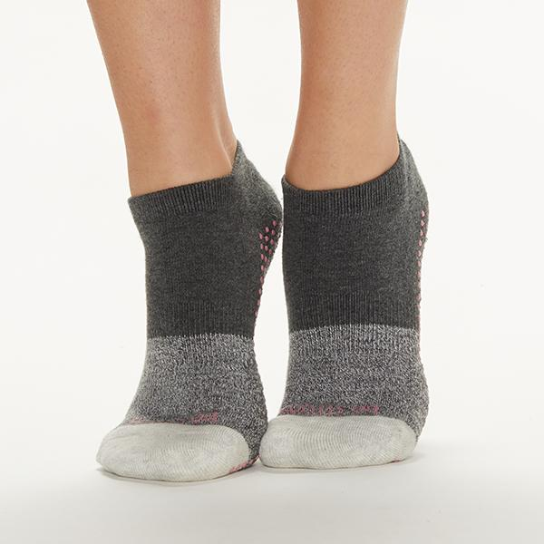 Sticky Be Be Strong - Chloe Shadow Grip Socks
