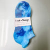 daub and design blue tie dye grip socks