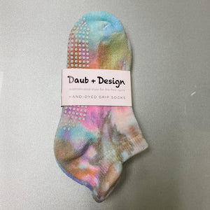daub and design rainbow tie dye grip socks