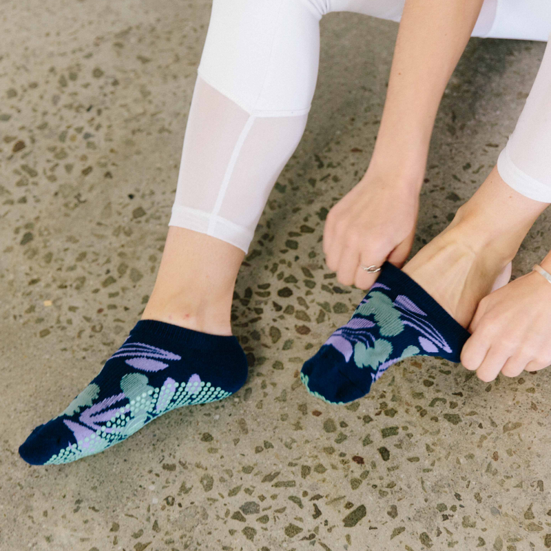 Classic Low Rise Grip Socks - Floral Navy (Barre / Pilates)