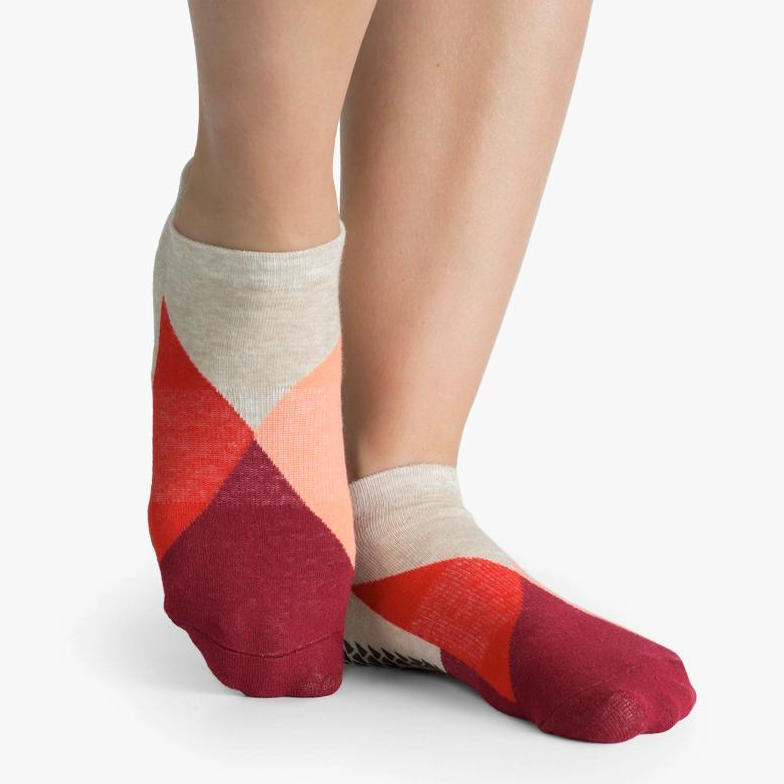 pointe studio layla grip socks red
