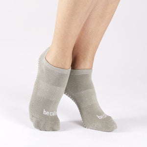 sticky be Be Calm Grip Socks - Stone Grey/White