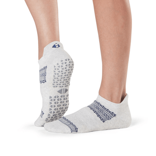 Savvy Delicate Grip Socks (Barre/Pilates)