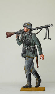 Soldier with machine gun (MG/42) over schoulder - Glorious Empires-Historical Miniatures