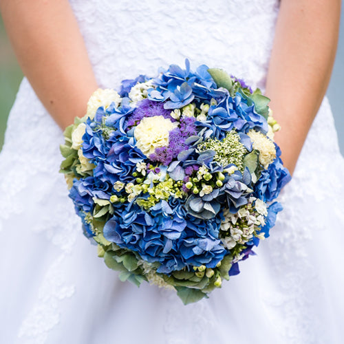 7 Ways Brides Can Incorporate Something Blue in Their Wedding Outfits