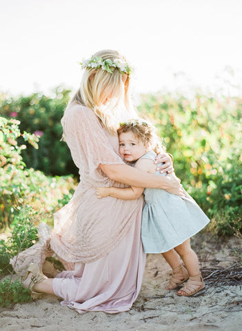 226145c9745 A maternity wedding dress is a popular commodity in recent years. A new era  has arrived and the pregnant bride has become common. She strolls proudly  to the ...