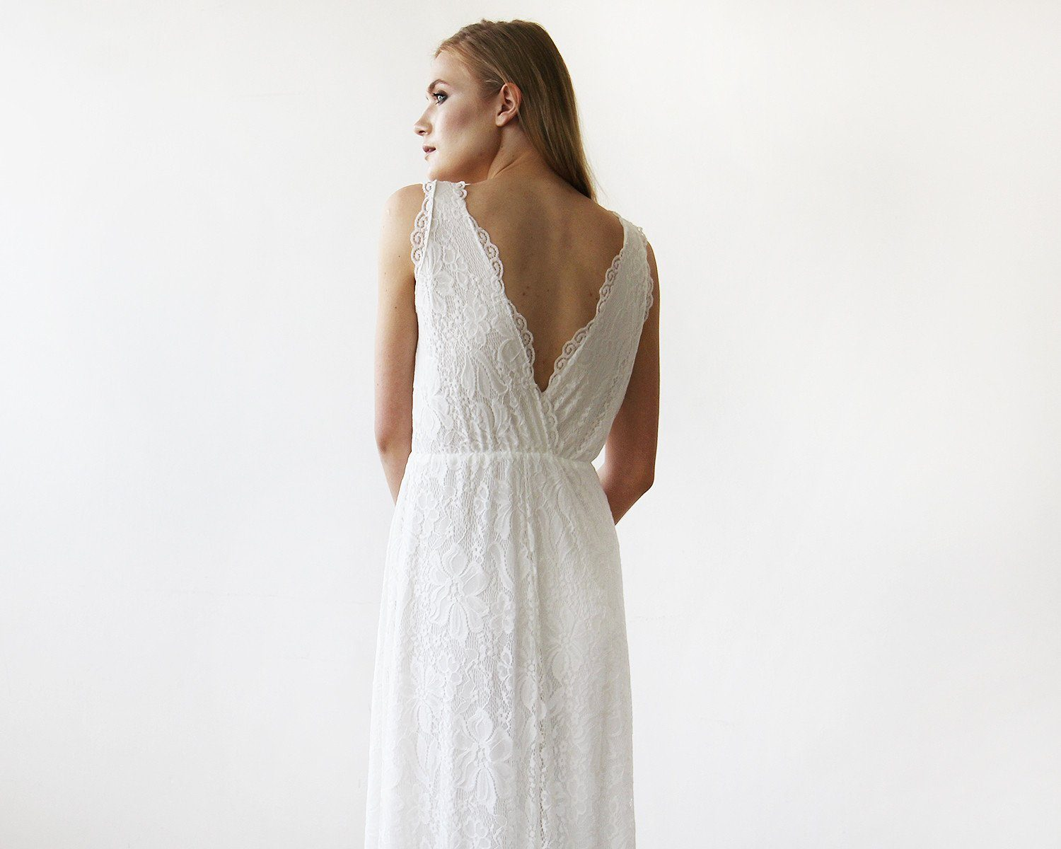 Sleeveless Ivory Lace Wedding Gown 1150