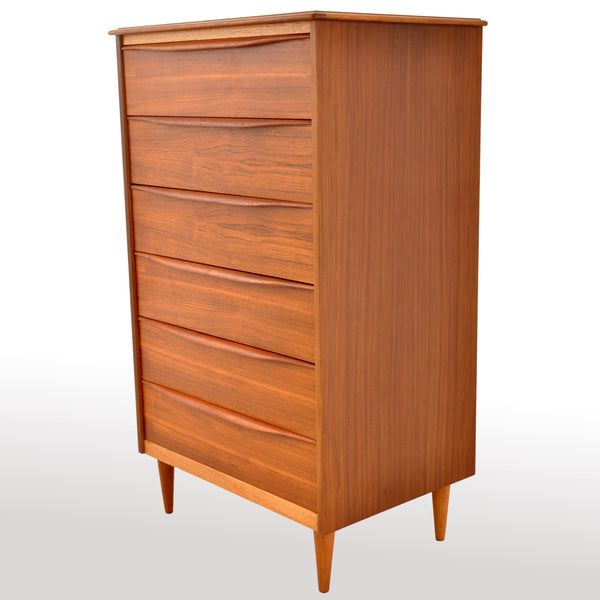 Mid-Century Modern Danish Chest of Drawers / Dresser in Teak, 1960s