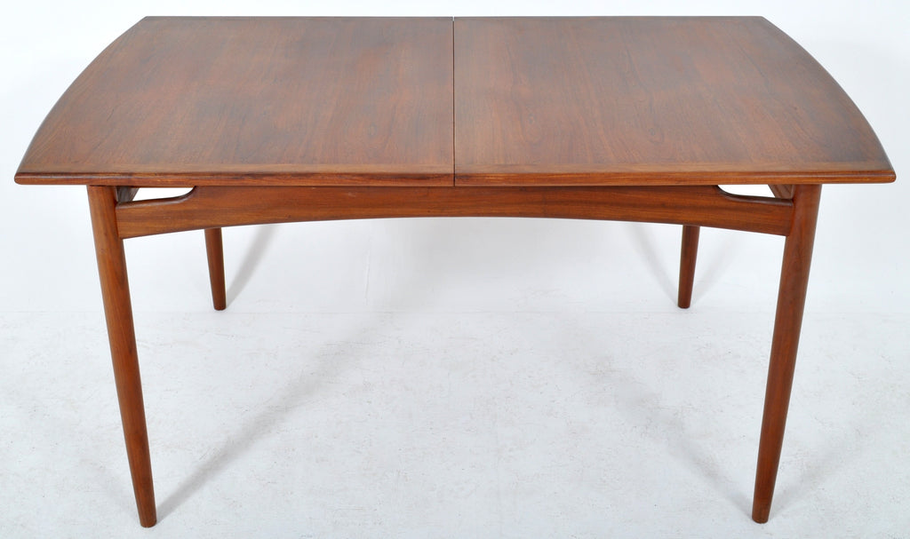 Mid-Century Modern Dining Table in Walnut with 'Butterfly' Leaf by Kofod Larsen for G Plan, 1960s