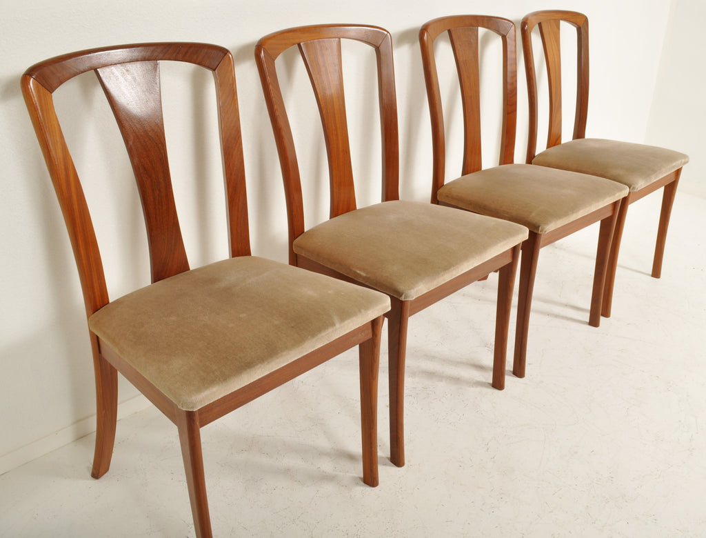 Set of 4 Mid-Century Modern Chairs