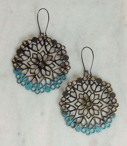 Filigree earring with turquoise trim