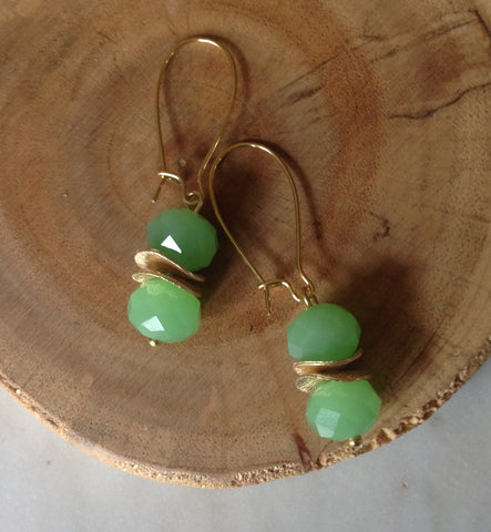 Quartz mint with gold earring