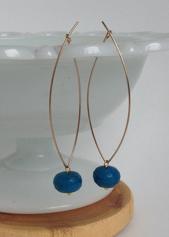 Gold earring with slate blue quartz stone