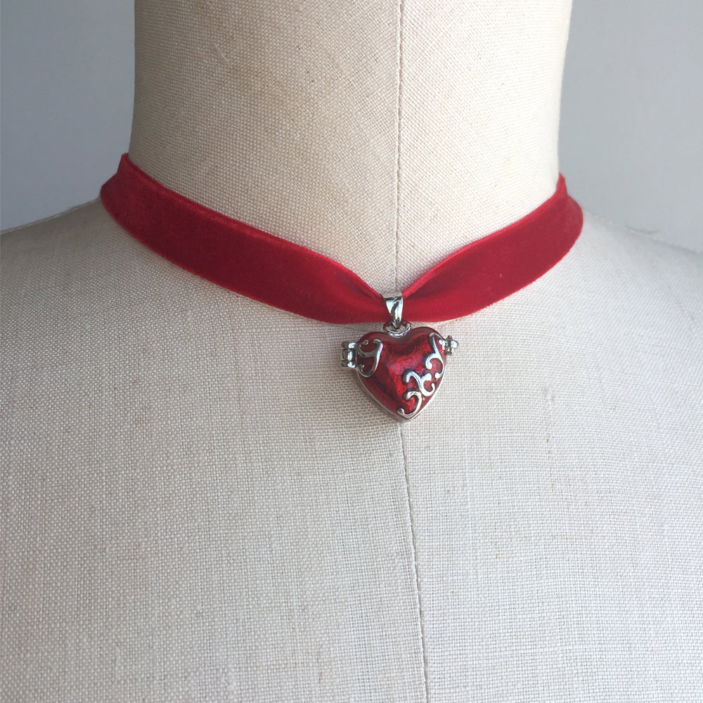 Red Heart Lock Choker Necklace, Evie Descendants Costume, Descendant Heart, Disney