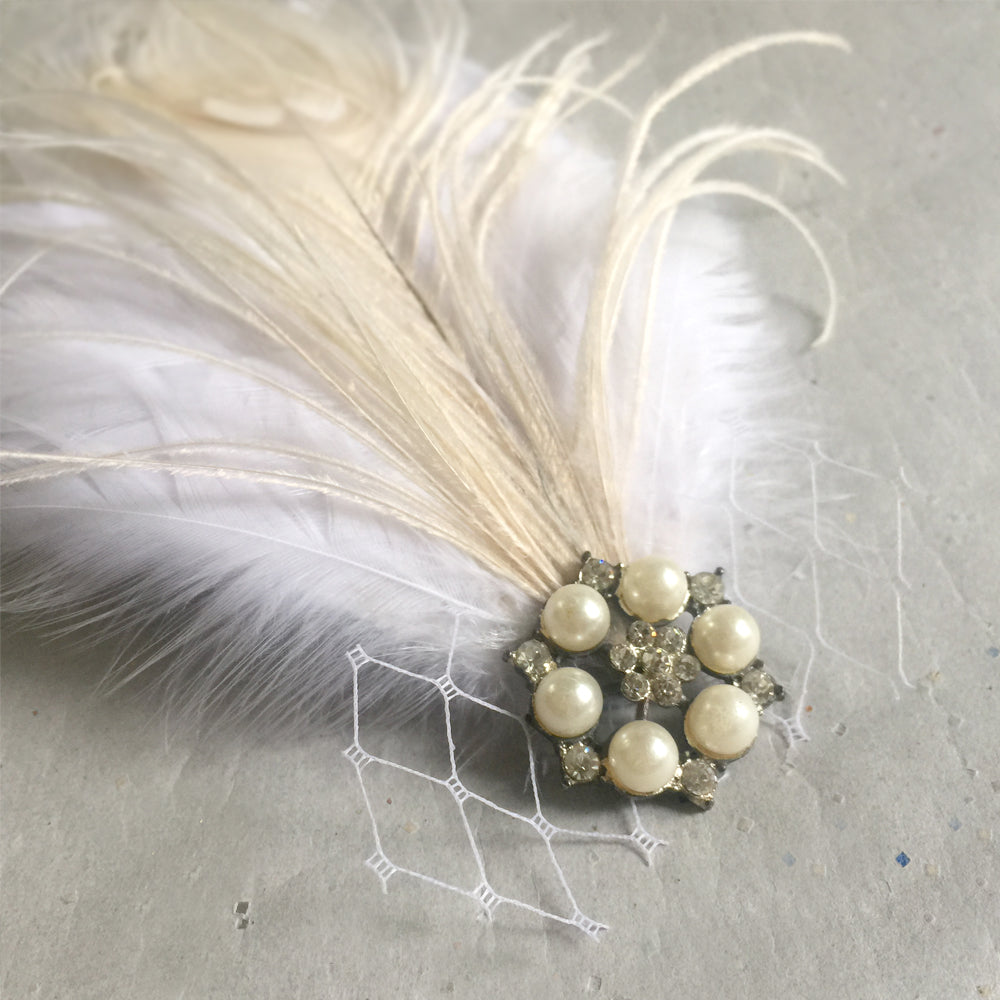 Feather Hair Clip, White Wedding Fascinator, Exquisite Bridal Hair Accessory