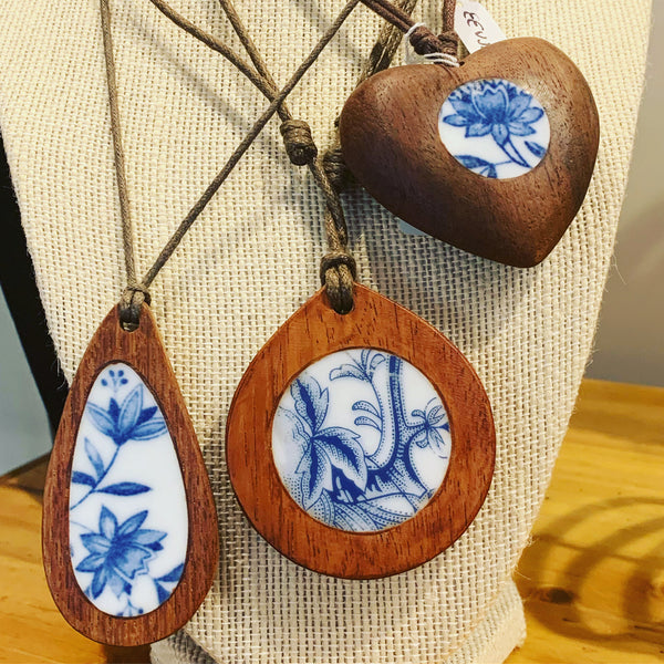 Vintage Japanese porcelain-inlaid pendant necklace