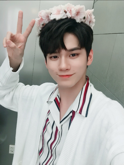 [Wanna One 옹성우][WOOZO] 18 SS 2 overfit long cardigan (white)