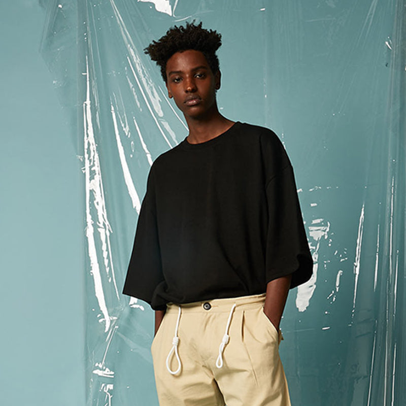 [AT THE MOMENT] Basic Oversized Half T-shirt (BLACK)