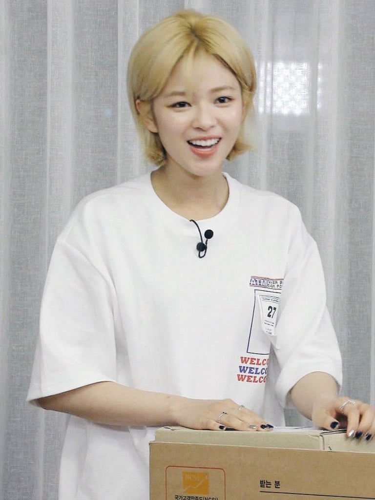 [TWICE 정연][AT THE MOMENT]Welcome Half T-shirt