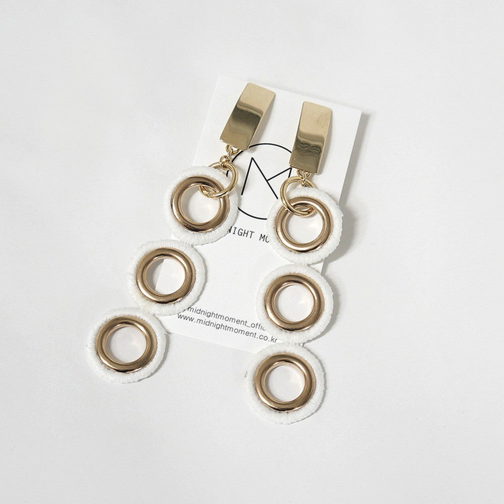 [MIDNIGHT MOMENT] three circle lace earring white