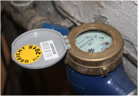 Water meter flow regulator and measurement