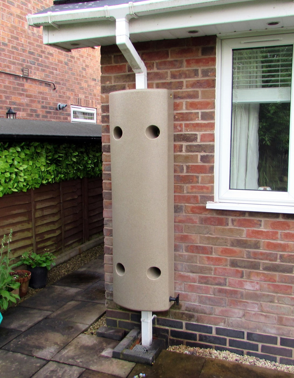 100l Elibutt wall mounted water butt, no diverter required - Freeflush Rainwater Harvesting Ltd.