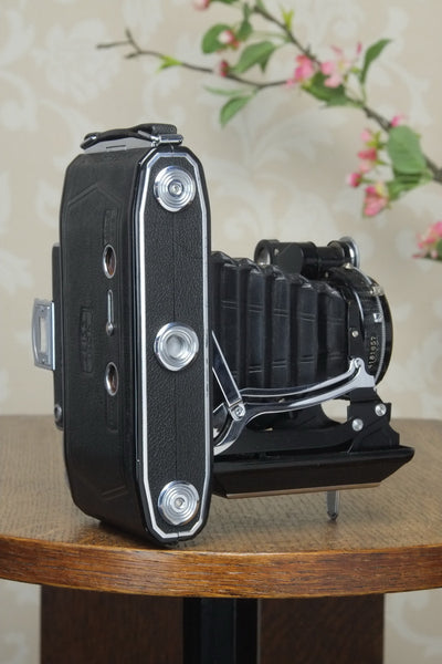 SUPERB! 1938 Zeiss Ikon Super Ikonta 6x9, Tessar lens, Compur Rapid shutter and original mask. - Zeiss-Ikon- Petrakla Classic Cameras