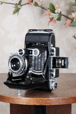 SUPERB! 1952 Zeiss-Ikon Super 6x9 Ikonta 531/2, Synchro-Compur & Coated Zeiss Tessar lens, CLA'd, Freshly Serviced! - Zeiss-Ikon- Petrakla Classic Cameras
