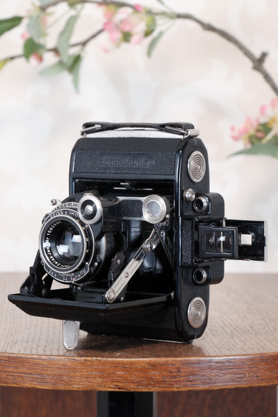 Superb! 1934 ZEISS-IKON SUPER IKONTA A, 6x4.5, Tessar lens and original leather case, CLA'd, Freshly Serviced!