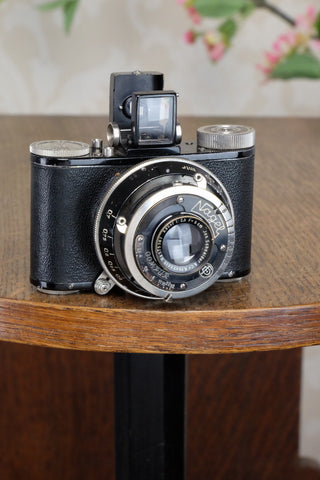 Excellent! 1931 NAGEL PUPILLE camera, Freshly Serviced!
