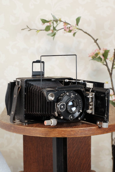 Excellent! 1930 Voigtlander Bergheil Camera with Heliar lens and Rada Roll-film back, Freshly serviced, CLA'd!