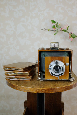 1902 Gaertig & Thiemann Wooden Camera complete with lens & film holders
