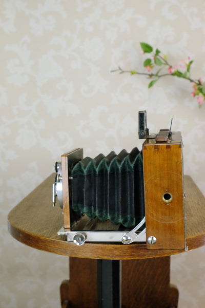 1902 Gaertig & Thiemann Wooden Camera complete with lens & film holders - Gaertig & Thiemann- Petrakla Classic Cameras