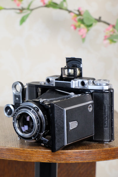 SUPERB! 1950 Zeiss-Ikon Super 6x9 Ikonta 531/2 , Coated Zeiss Tessar lens. Complete with 6x4.5 reduction mask. CLA'd, Freshly Serviced! - Zeiss-Ikon- Petrakla Classic Cameras