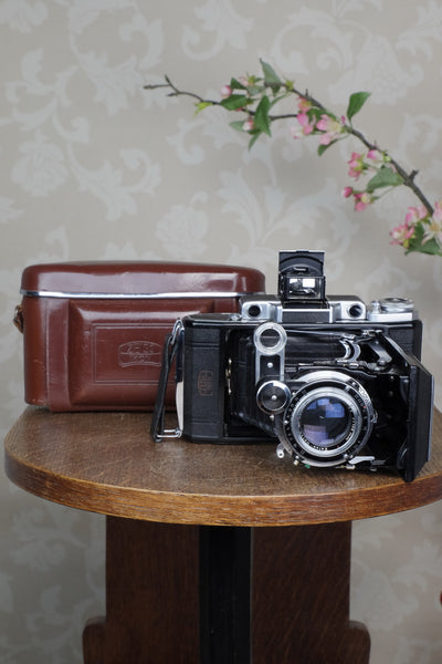 SUPERB! 1953 Zeiss-Ikon Super 6x9 Ikonta 531/2, Synchro-Compur & Coated Zeiss Tessar lens, reduction mask included. CLA'd, Freshly Serviced!