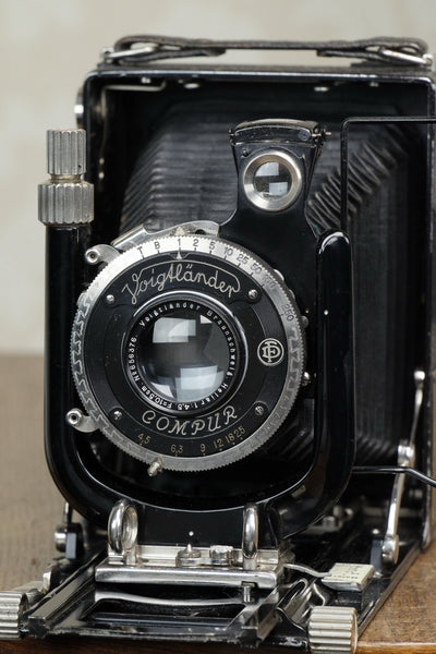 Excellent! 1931 Voigtlander Bergheil Camera with HELIAR LENS and 120 Roll-film back!! Freshly serviced CLA'd