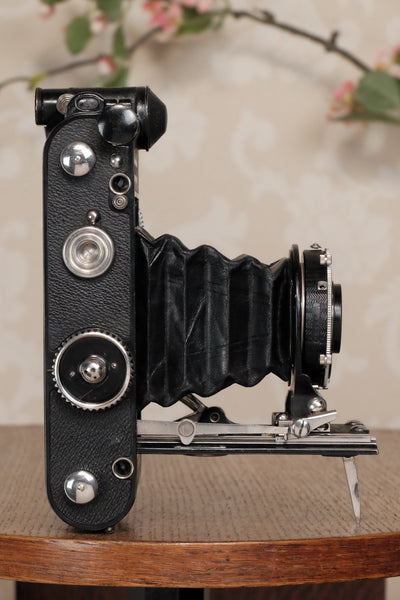 RARE! Superb,1934 Voigtlander 6 x 9 Prominent with Heliar lens, original case and mask, Freshly serviced, CLA'd - Petrakla Classic Cameras