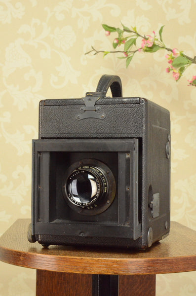 Superb 1930's Graflex! Medium Format 6x9 SLR Camera, 120 Roll-film - Graflex- Petrakla Classic Cameras