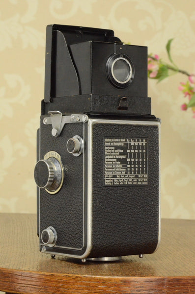 1938 Rolleiflex Automat, Freshly Serviced, with leather case. FRESHLY SERVICED!